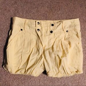 ZARA bubble pastel yellow linen summer shorts 💛☀️